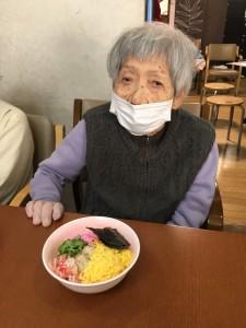 食べてる (2)